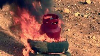 Полный газовый баллон (27л) в огне.  Full 27 litters gas tank in fire(Неудачная попытка взорвать газовый баллон в огне., 2015-08-23T23:40:23.000Z)