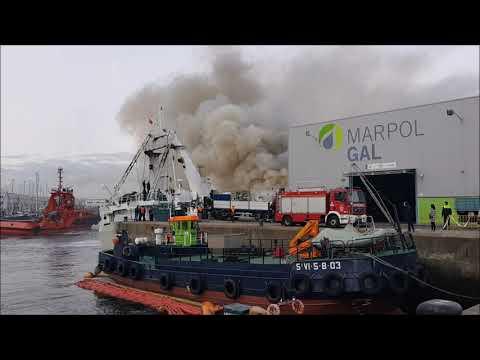 El incendio en un pesquero en el muelle de Bouzas