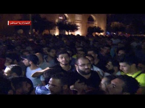 لحظة خروج المعتصمين من داخل وزارة البيئة