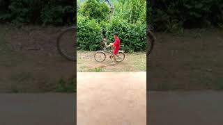 Chơi nghịch ngu nhất thế giới đua xe đạp bốc đầu