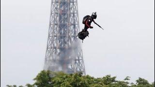 Nationalfeiertag: Soldat fliegt auf Flyboard über Paris