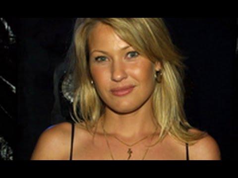 Joey Lauren Adams - An American Actress and Director