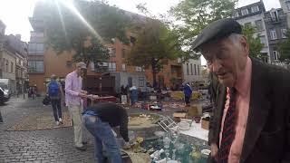 L auteur film le marcher des antiquaires Bruxelles journée sans voiture