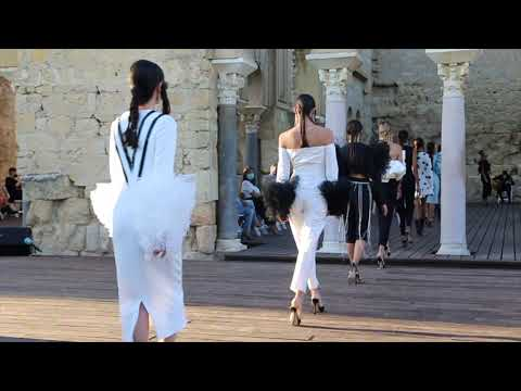 Juana Martín presenta su colección 'La ciudad de la luz' en la Semana de la Moda de Andalucía