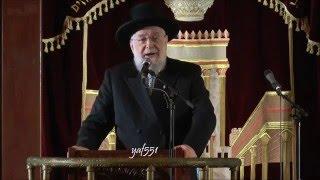 """הרב ישראל מאיר לאו בהדלקת נר שני של חנוכה תשע""""ו בביה""""כ הגדול ת""""א"""