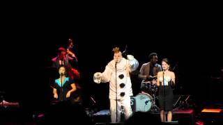 Scott Bradlee & Postmodern Jukebox - Royals (w/Puddles Pity Party)