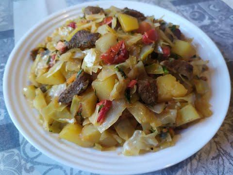 Тушеная капуста с мясом и картофелем.
