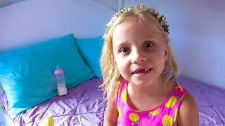 Alice no quiere jugar como una Niñera con la pequeña Eva