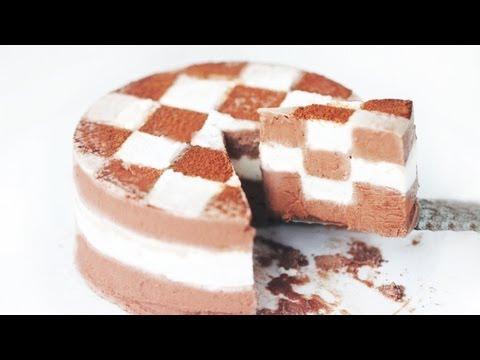 CHECKERBOARD CAKE - Homemade Chocolate Ice Cream Cake Recipe 체크 아이스크림 케이크 만들기 Christmas Cake 한글자막