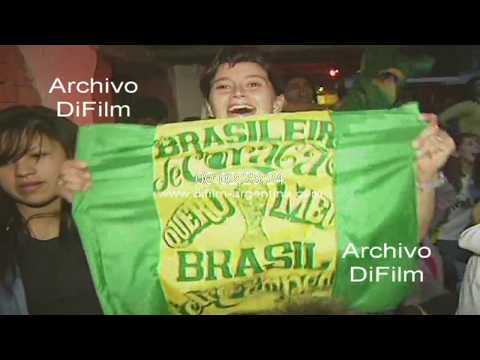 Hinchas de Brasil festejando en Buenos Aires la victoria del mundial 1994