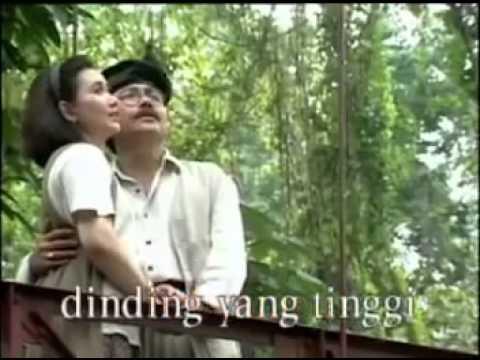 Hatimu Hatiku ☆ Titiek Sandhora & Muchsin Alatas Lirik ☆   YouTube