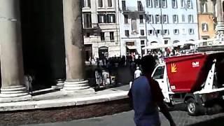 Храм Пантеон в Риме,Ducati caffe Roma,Piazza Venezia,метро Рима(Храм Пантеон в Риме (Pantheon Rome),Ducati caffe Roma с мотоциклом на стене Ducati Monster видео,Piazza Venezia c первым королем объединё..., 2013-04-23T06:52:33.000Z)