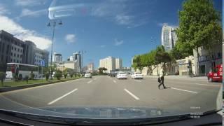 Qanunsuz yolu keçən yol polisi