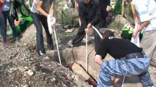 Захоронение Артема Карлышева после эксгумации(Это видео создано с помощью видеоредактора YouTube (http://www.youtube.com/editor), 2013-08-30T05:29:29.000Z)