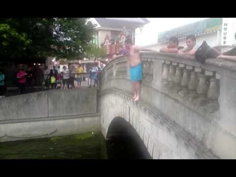 The CHELMSFORD, ESSEX.. Burger King bridge jumpers