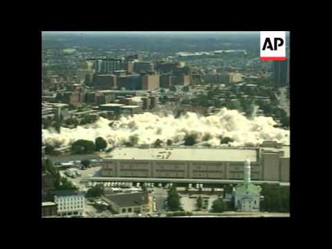 USA: BALTIMORE: LARGEST US HIGH RISE ESTATE IS DEMOLISHED