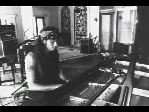Chad Smith from The Red Hot Chili Peppers playing piano