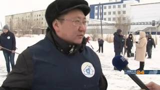 В районе ПТУ №16 в Якутске появился уличный каток(, 2015-03-16T03:17:11.000Z)