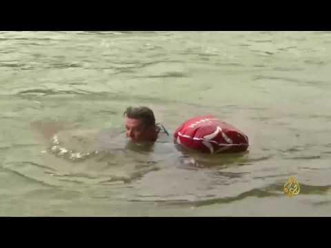 الذهاب إلى العمل سباحةً في نهر إيسار  - 09:21-2017 / 8 / 11