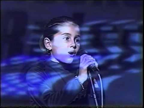 Ariana Grande at 8 years old singing National Anthem