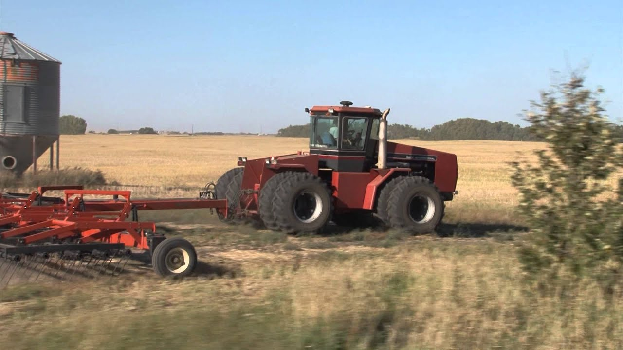 Farmer On Tractor : World s biggest farm tractors funnydog tv