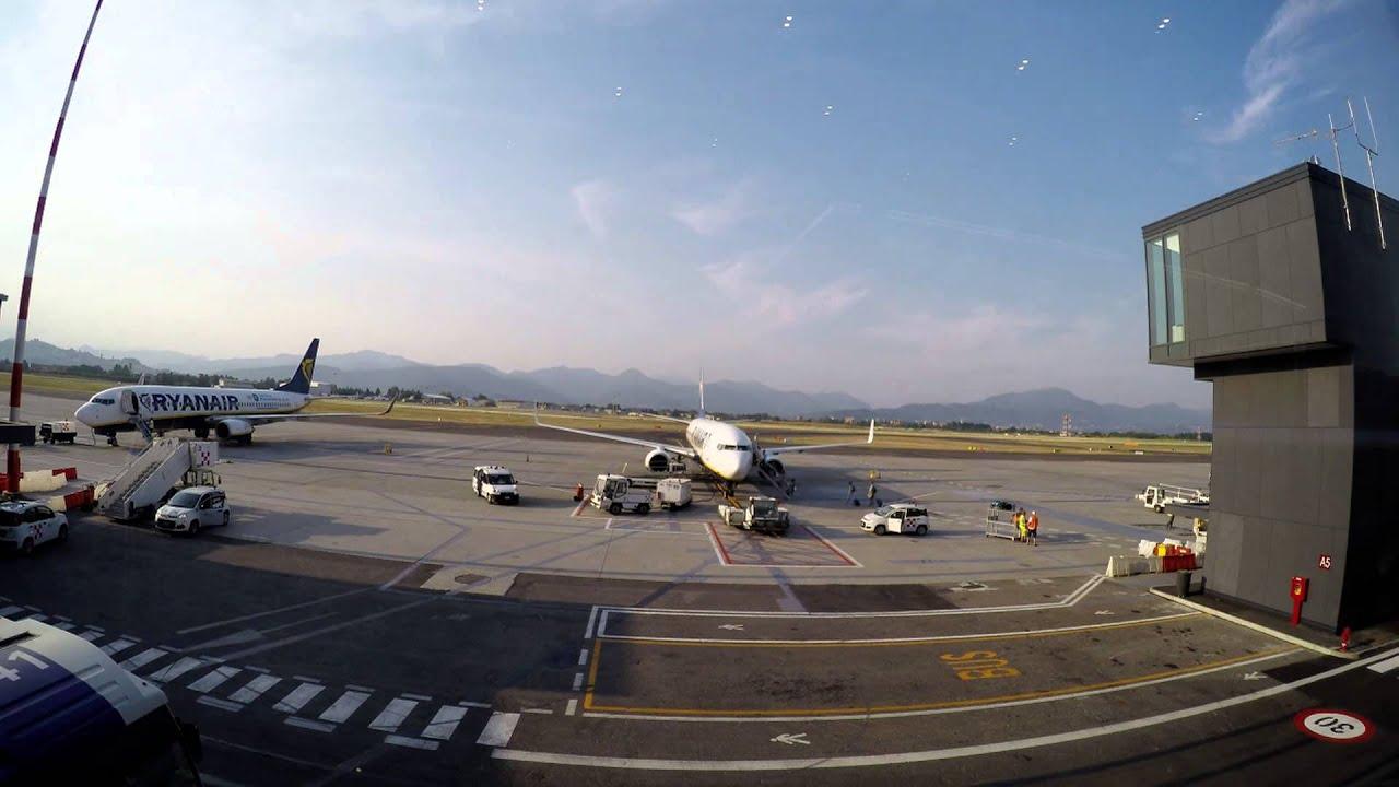 Airport Orio Al Serio : Hd bergamo airport orio al serio ryanair boei youtube