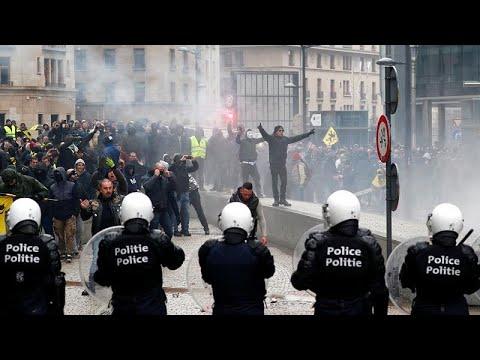 بروكسل: مظاهرة مناهضة للهجرة وأخرى مؤيدة للمهاجرين.. ومواجهات مع الشرطة…  - 17:54-2018 / 12 / 16