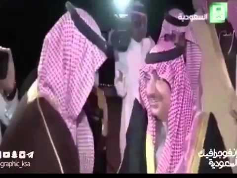 فيديو: محمد بن سلمان ينحني ويقبل يد أبن عمه ولي العهد محمد بن نائف