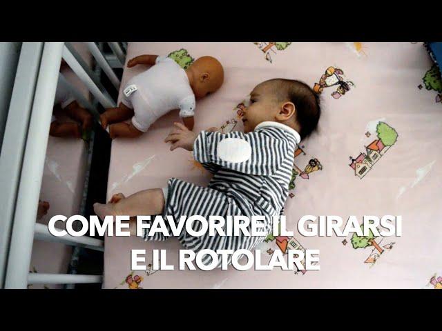 Come insegnare al neonato a girarsi e a rotolare