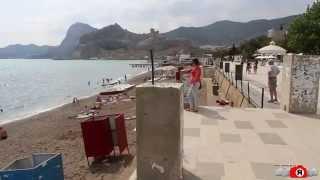 Судак. Пляж в начале июня 2014(2 июня 2014 на центральном пляже в Судаке. Начало Летнего курортного сезона в Крыму. Фоторепортаж: http://sandro.in.ua/ca..., 2014-06-03T09:31:21.000Z)