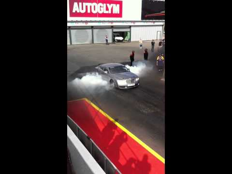 3000bhp Bentley burnout at santapod