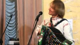 Старый клен.На гармошки играет Павел Уханов.Гармонь не огонь, а душу греет!!!!
