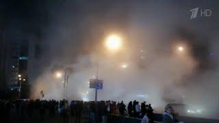 Девять человек получили ожоги в результате прорыва трубы с горячей водой в Киеве.