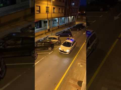 """VÍDEO Raimundo el Policía Local de Noreña  """"Tais haciéndolo muy bien"""""""