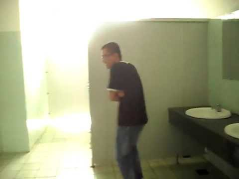 Dê tặc tại WC nữ FTU =]]]