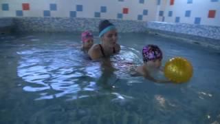 """Марьяна и Ульяна покоряют бассейн. Грудничковое плавание в секции """"Мама+Малыш"""" Магис-Спорт."""