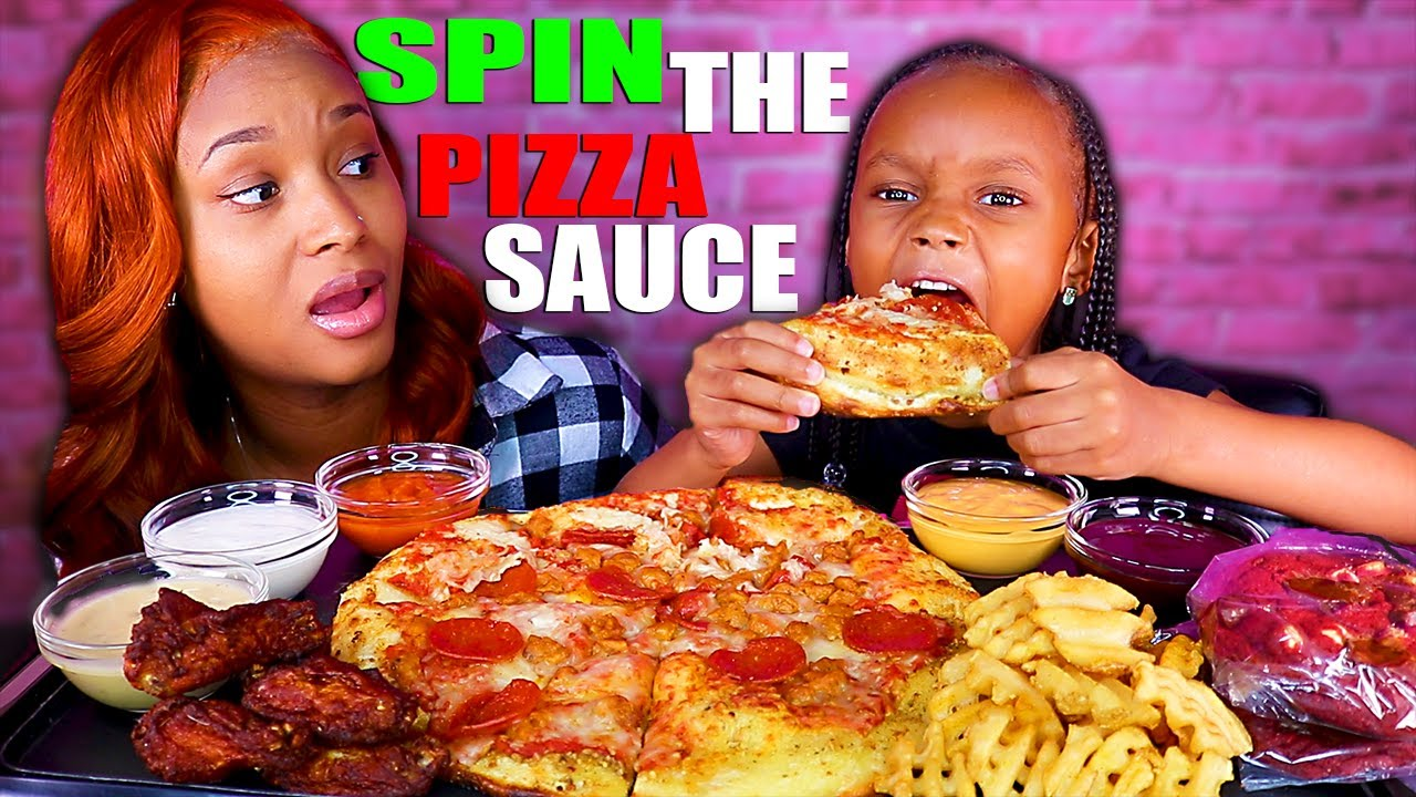 "CHEESY PEPPERONI PIZZA ""SPIN THE WHEEL"" CHALLENGE (PIZZA MUKBANG) 먹방 