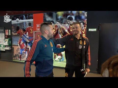 El saludo de Jordi Alba y Luis Enrique en su reencuentro con la selección