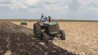 JOHN DEERE TRACTORS PLOWING models D & R