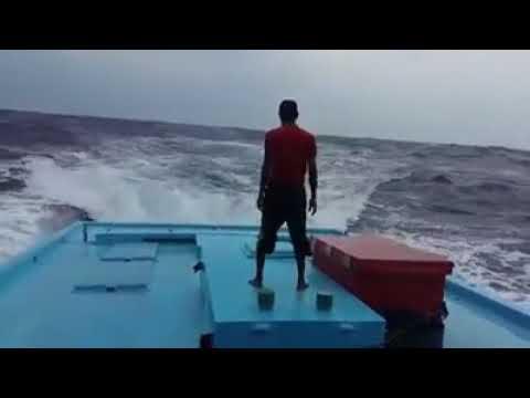Shalat dalam keadaan di kapal saat badai  untuk menjaga keimananya