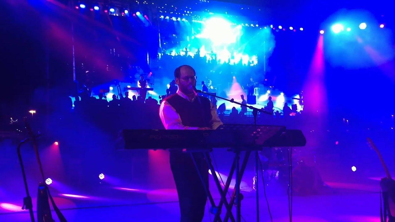 אהרן רזאל בהשמעת בכורה לשירו החדש - עם ישראל
