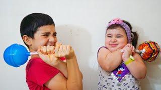Hasouna takes Celina's Lolipop - سيلينا وحسونة حلوى