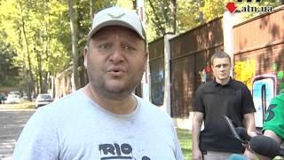 23-09-2015 - Добкин прокомментировал события возле своего дома(, 2015-09-23T10:32:35.000Z)