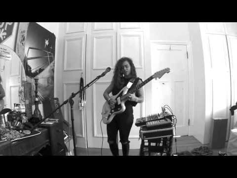 TASH SULTANA - NOTION (LIVE BEDROOM RECORDING)