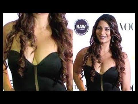 Tanishaa Mukherji flaunts her hot CLEAVAGE at Vogue Beauty Awards thumbnail