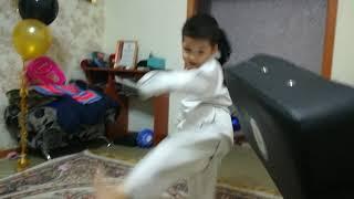 Урок каратэ для детей. Удар «Вертушка»