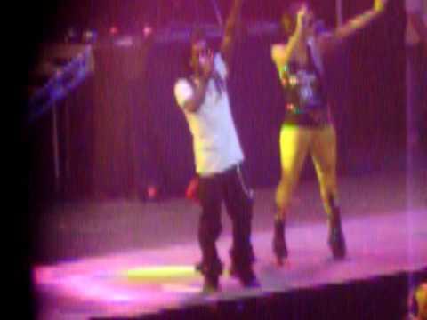 Keri Hilson flirts with Lil' Wayne