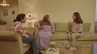 لمياء بتتخانق مع هبة بنتها بسبب الشغل #سابع_جار