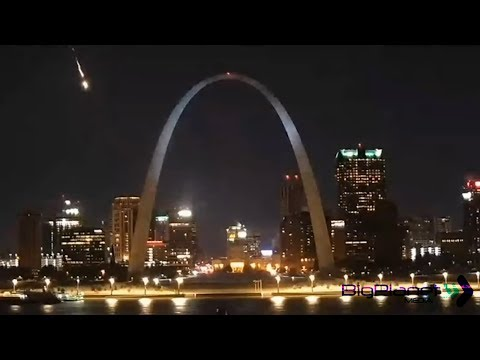 Don Stuck - Meteor Blasts St. Louis Night Sky - Seen From 8 States