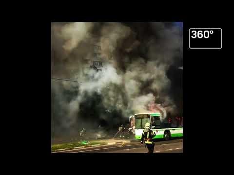 Маршрутный автобус сгорел около метро «Красногвардейская»